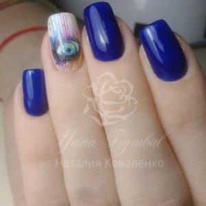 Коррекция гелевых ногтей с покрытием гель лаком синего цвета