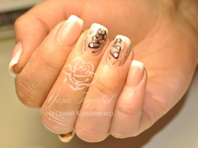 Коррекция ногтей гелем выкладной белый френч с дизайном