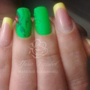 Коррекция ногтей гелем выкладной френч желтого цвета с дизайном