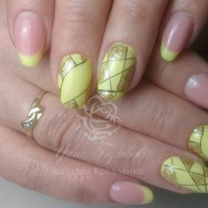 Коррекция ногтей гелем выкладной желтый френч дизайн геометрия
