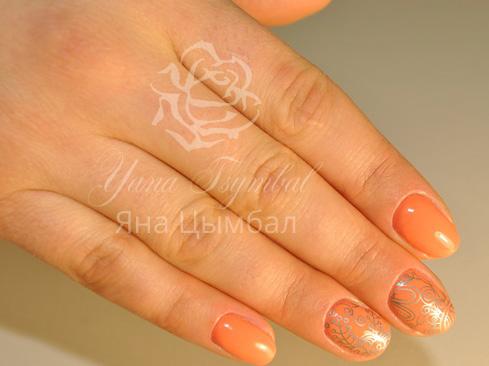 Маникюр гель лаком оранжевого цвета с дизайном