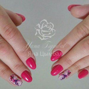 Маникюр гель-лаком розового цвета с дизайном