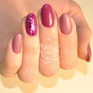 Маникюр с покрытием гель-лаком вишневого цвета