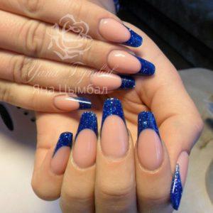 Наращивание ногтей гелем салонный миндаль френч синего цвета