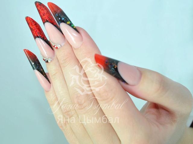 Наращивание ногтей гелем современный миндаль арт френч черный с красным