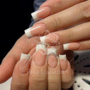 Наращивание ногтей гелем выкладной белый френч с камнями