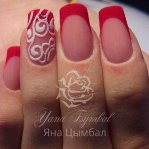 Наращивание ногтей гелем выкладной френч красный с вензилями