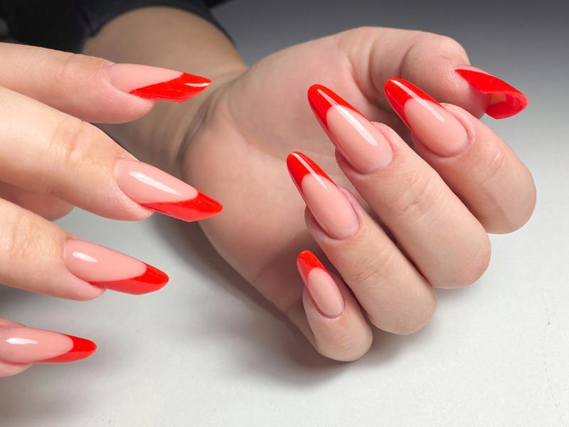 Арочные ногти выкладной френч современный миндаль