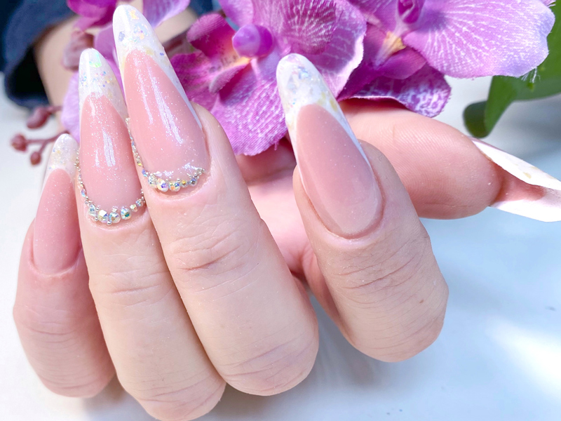 Арочные ногти гелем выкладной френч форма миндаль