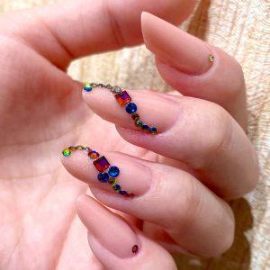 Гелевое наращивание ногтей камни Swarovski