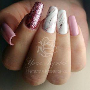 Коррекция арочных ногтей мраморный дизайн