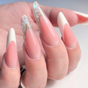 Коррекция нарощенных ногтей форма современный миндаль