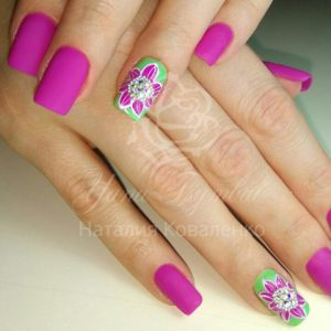 Коррекция ногтей гелем с дизайном