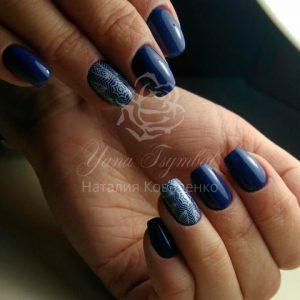 Маникюр с покрытием гель лаком синего цвета