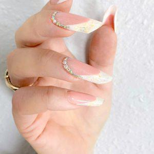 Наращивание ногтей гелем форма миндаль